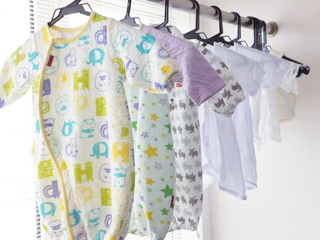 【出産準備】ベビー服の水通しの方法や行う時期は? 洗剤や専用ハンガーは必要?